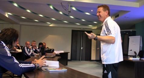 13 մարզիչ՝ ՀՖՖ մարզչական ՊՐՈ արտոնագրի դասընթացին