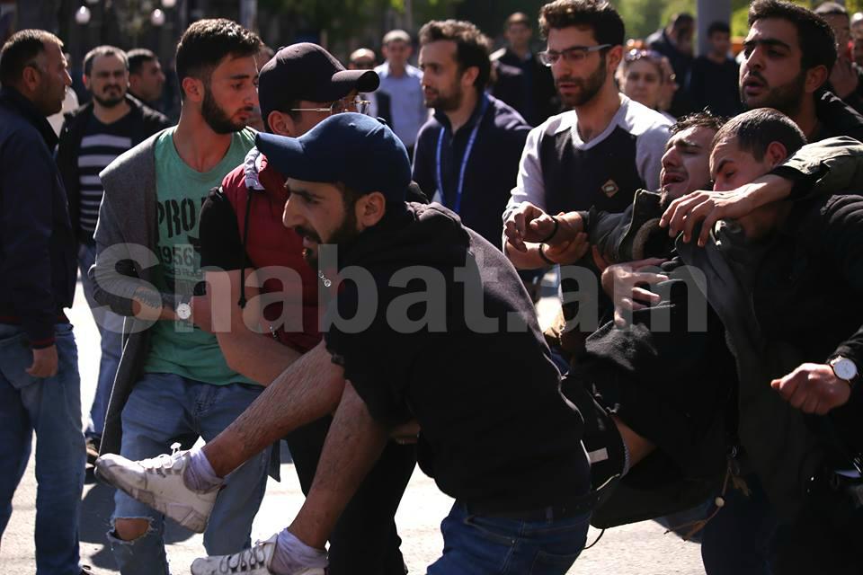 Երևանում բախումների հետևանքով հոսպիտալացվել է 46 քաղաքացի, այդ թվում՝ 6 ոստիկան