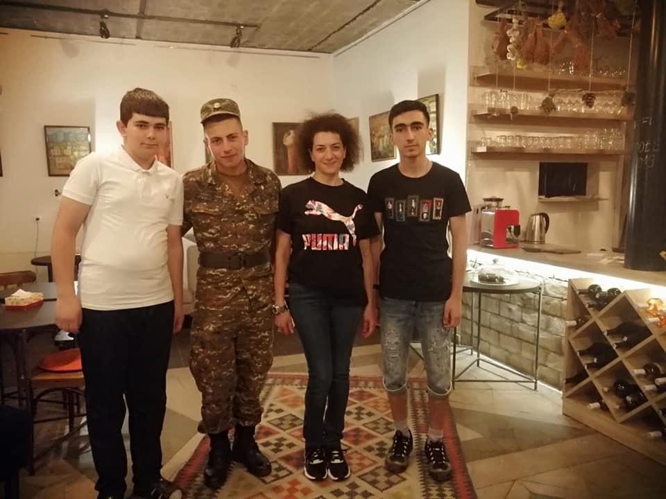 Աննա Հակոբյանը որդու՝ Աշոտի հետ լուսանկար է հրապարակել
