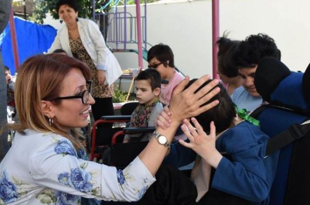 Մանե Թանդիլյանն այցելել է Մարի Իզմիրլյանի անվան մանկատուն, ծանոթացել առկա հրատապ խնդիրներին
