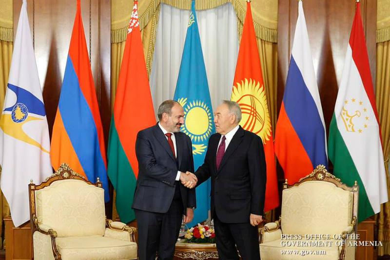 Նիկոլ Փաշինյանը հանդիպել է Ղազախստանի առաջին նախագահ Նուրսուլթան Նազարբաևի հետ