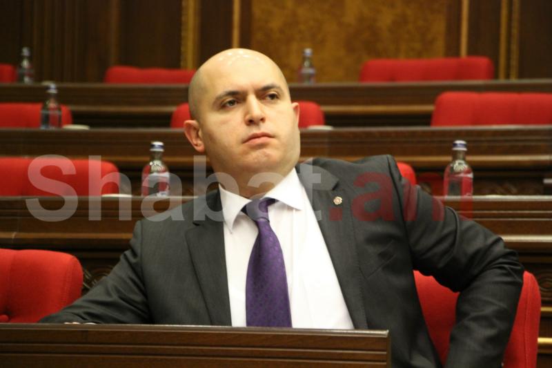 Էժան քաղաքական գործիչները շատ թանկ են նստում ժողովրդի վրա.Աշոտյան