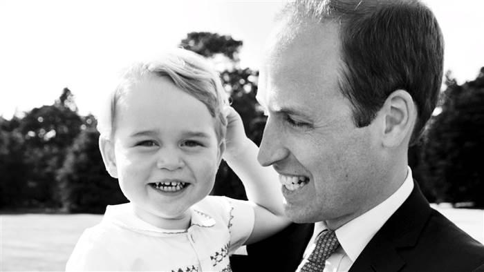 Փոքրիկ Ջորջն իր քաղրց ժպիտով գրավում է մարդկանց (տեսանյութ)