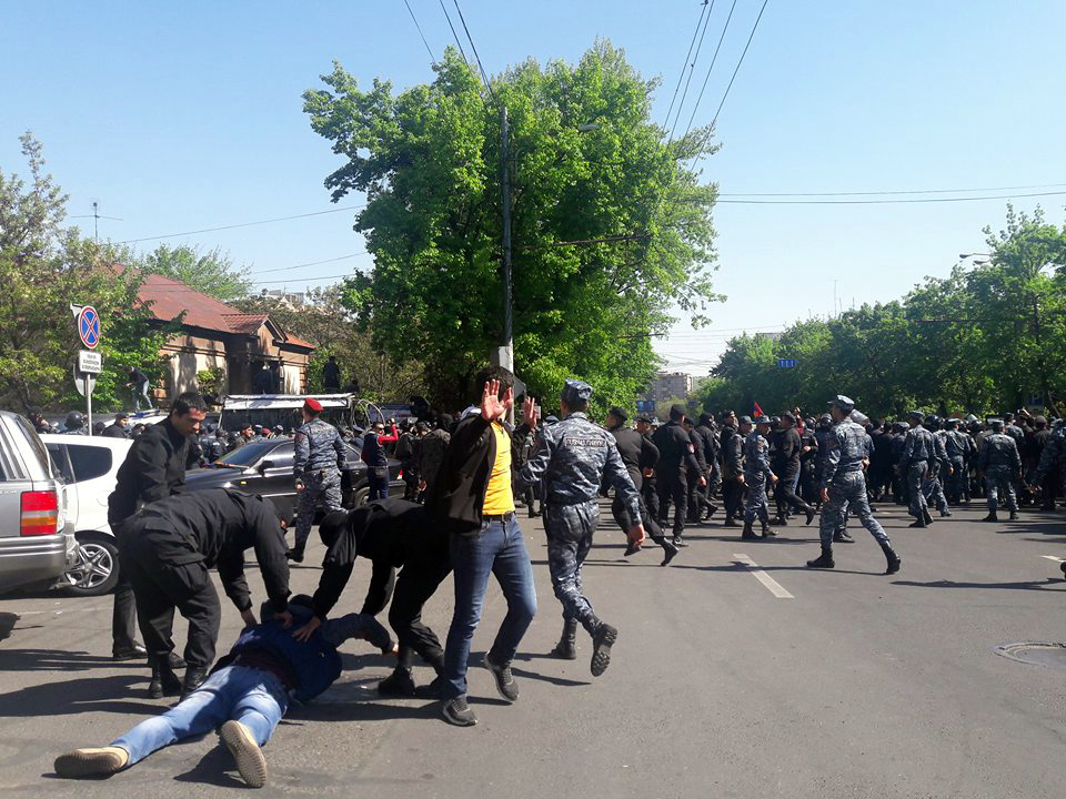 Ոստիկանությունը կցրի հավաքը՝ կիրառելով ուժ և հատուկ միջոցներ. ոստիկանությունը զգուշացնում է Նիկոլ Փաշինյանին