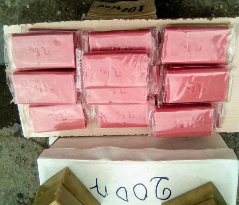 Գյումրու շուկայում օճառներ են վաճառում, որոնց վրա նշված է Պաշտպանության նախարարություն (լուսանկար)
