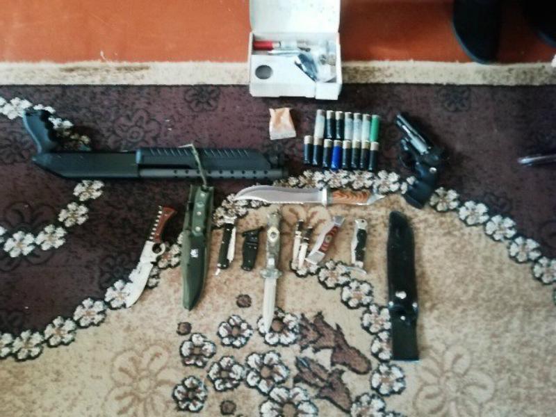 Ոստիկանները զենք-զինամթերք և թմրանյութ են հայտնաբերել Շիրակի մարզում