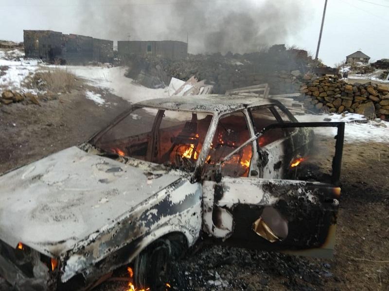 Շիրակի մարզի Կարմրաքար գյուղում մարդատար ավտոմեքենա է այրվել