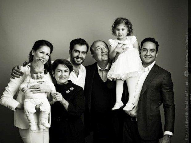Նախագահի պաշտոնական կայքում հրապարակվել են Արմեն Սարգսյանի ընտանեկան լուսանկարները