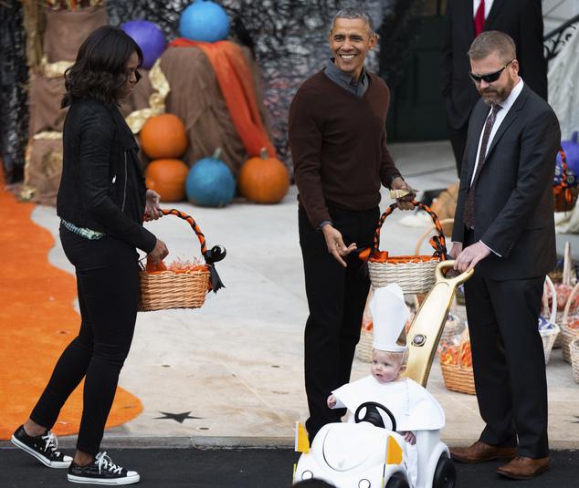 Հռոմի պապի հագուստով փոքրիկը հաղթել է Սպիտակ տանը Հելոուինի առթիվ կազմակերպված մրցույթում (լուսանկարներ)