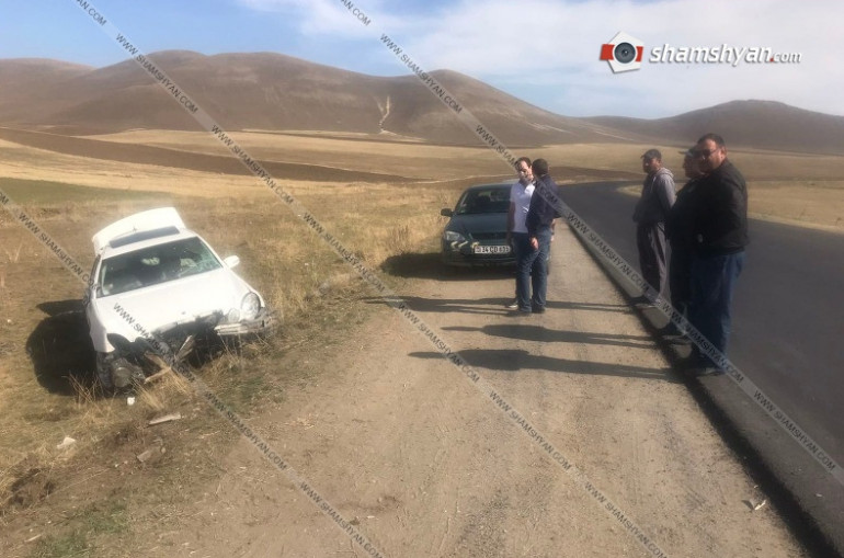Արագածոտնում Mercedes-ը բախվել է բետոնե սյանն ու հայտնվել դաշտում. կա վիրավոր