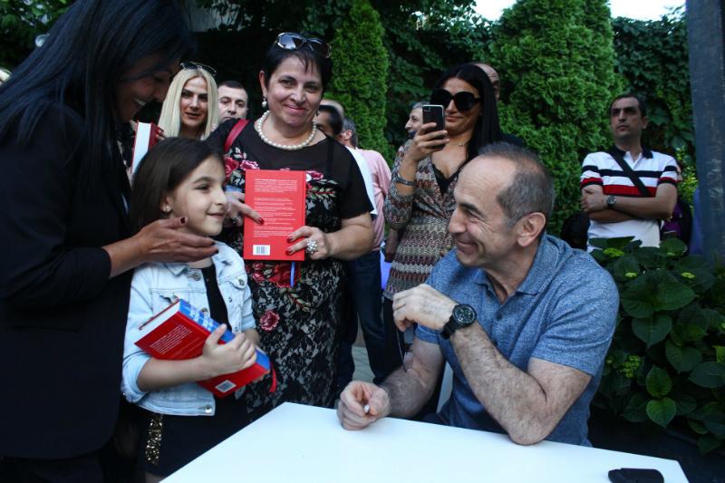 Ռոբերտ Քոչարյանը հանդիպել է իր կողմնակիցների հետ (լուսանկարներ)