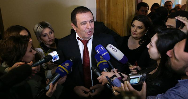 2008 թվականի մարտի 1-ի երեկոյան Գագիկ Ծառուկյանին հրավիրել են կառավարություն քննարկման, սակայն հանդիպումը չի կայացել