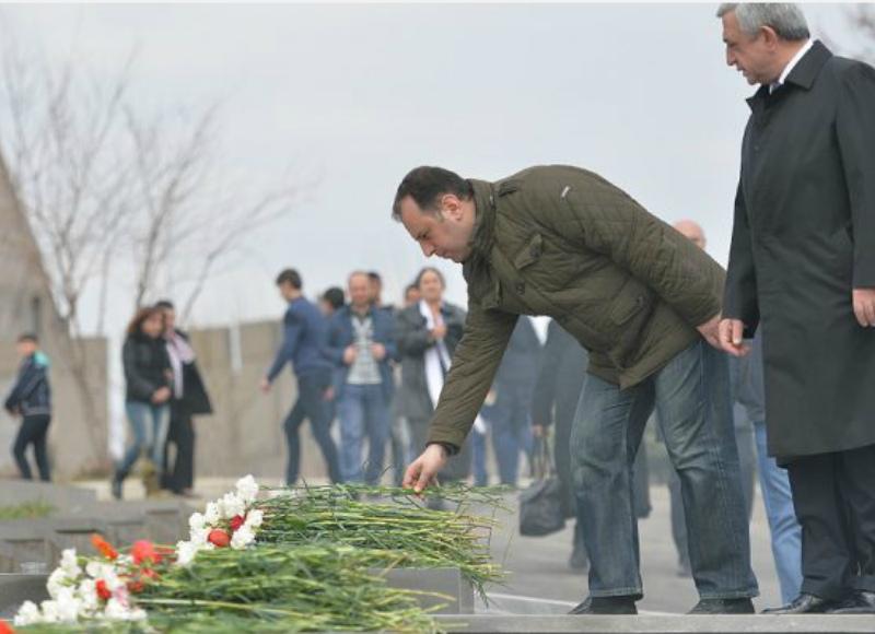 ՀՀԿ-ն Սերժ Սարգսյանի գլխավորությամբ ծաղիկներ է ուղարկել «Եռաբլուր»՝քառօրյա պատերազմի հերոսների անմահ հիշատակին