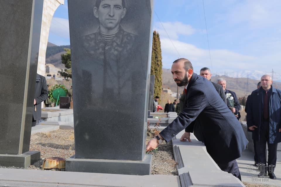 Արարատ Միրզոյանը Վանաձորում հարգանքի տուրք է մատուցել Արցախի գոյապայքարի նահատակների հիշատակին