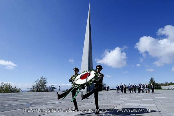 Հարգանքի տուրք`Հայոց մեծ եղեռնի զոհերի հիշատակին (լուսանկարներ)