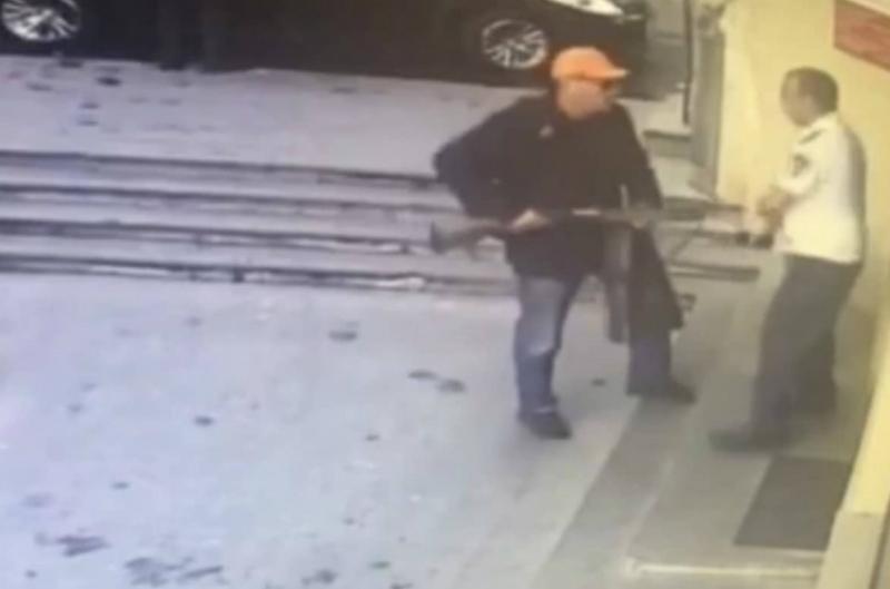 Ոստիկանը վնասազերծել է որսորդական հրացանով Երևանյան բանկերից մեկը մտած քաղաքացուն