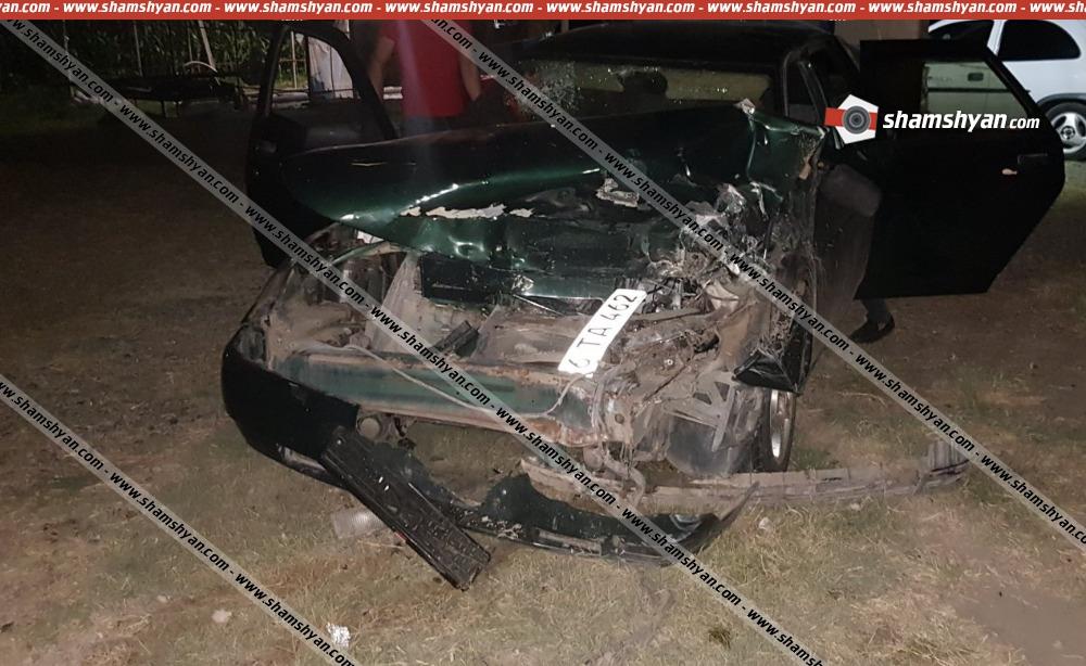 Խոշոր ավտովթար Արարատի մարզում. բախվել են Lexus GX 470-ը և ВАЗ 211200-ն. կա վիրավոր