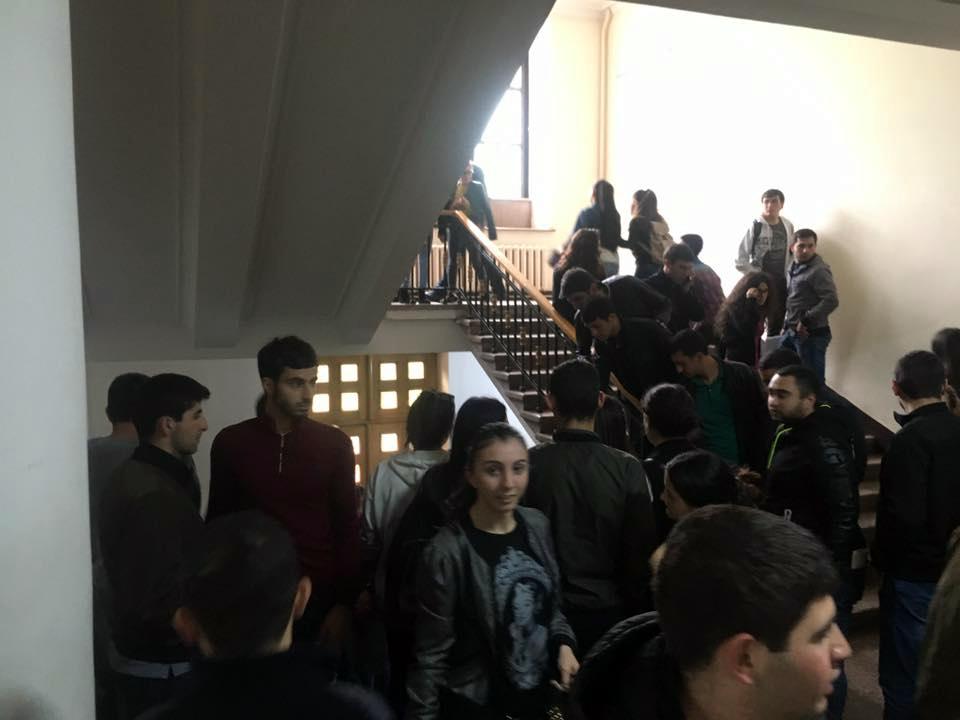 Համալսարանի մուտքերը փակել են, չեմ կարում դուրս գալ. ԵՊՀ ուսանող (լուսանկար)