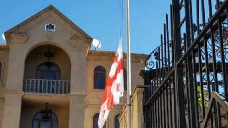 ՀՀ-ում Վրաստանի դեսպանությունում իջեցվել է պետական դրոշը՝ ի հիշատակ ավտովթարի հետևանքով զոհվածների