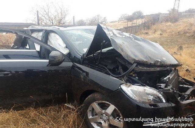 Արագածոտնում «Mercedes ML350»-ը հայտնվել է դաշտամիջյան հատվածում. 3 մարդ հոսպիտալացվել է