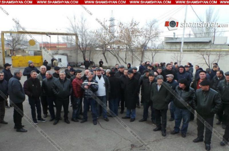 Երևանը սպասարկող 20-ից ավելի երթուղու վարորդներ հրաժարվում են դուրս գալ երթուղի. պատճառը ավտոբուսների խցերում տեղադրված տեսախցիկներն են. shamshyan.com