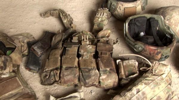 Համազգեստ, կապի միջոցներ և զինամթերքի պարագաներ, որոնք հակառակորդը թողել է մարտադաշտում. լուսանկարներ