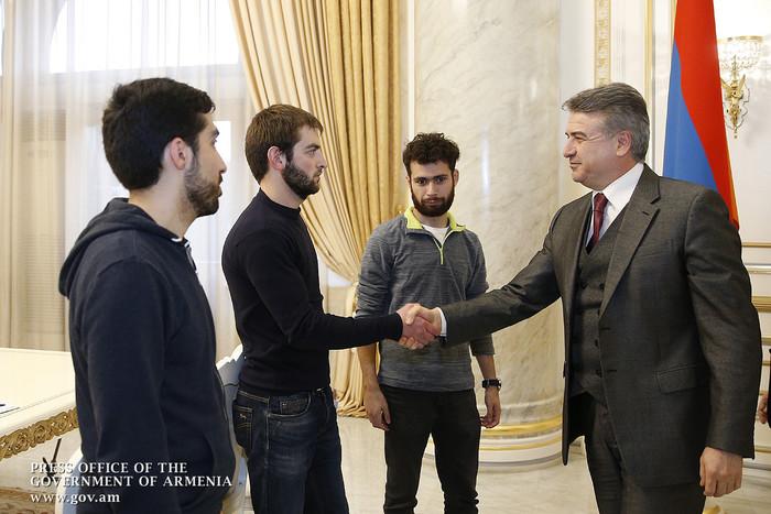 Карен Карапетян принял студентов, проводящих акцию протеста