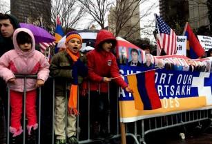 Հայերը հավաքվել են Նյու Յորքում ՄԱԿ-ի գրասենյակի մոտ` պահանջելով ճանաչել Լեռնային Ղարաբաղի անկախությունը և վերջ դնել Ադրբեջանի ագրեսիային