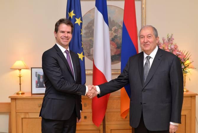 Հայաստանի նախագահը այցելել է Ֆրանսիայի դեսպանություն, շնորհավորել ազգային տոնի առթիվ