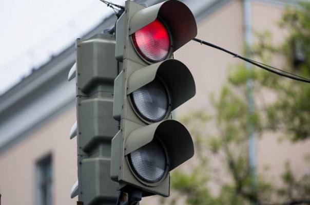 Ճանապարհային ոստիկանությունը միջոցներ է ձեռնարկում Զաքյան-Խորենացի խաչմերուկի վթարված լուսացույցը վերականգնելու համար