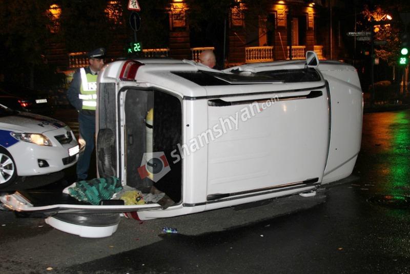 Երևանում բախվել են Porsche Cayenne-ն ու Mitsubishi Pajero-ն. վերջինը կողաշրջվել է. Սարգսյան վարորդները հրաժարվել են ԱՊՊԱ և ՃՈ ծառայություններից. (լուսանկարներ)