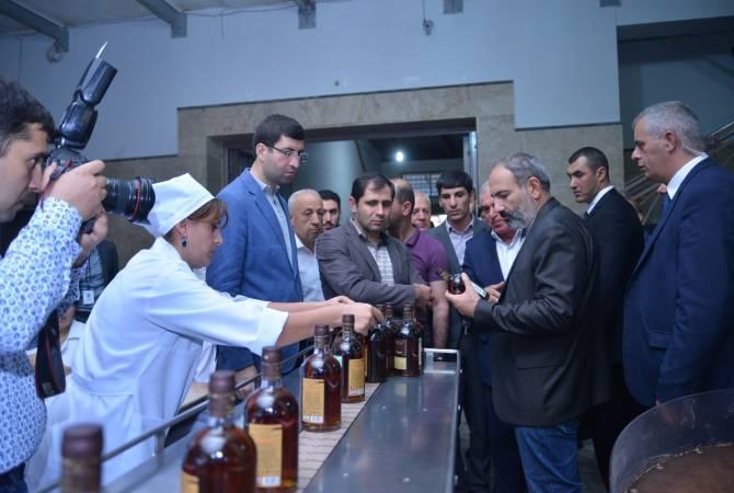 Պատրաստ են ընդունել մինչև 20 հազար տոննա խաղող. վարչապետը այցելեց Արարատի գինու գործարան