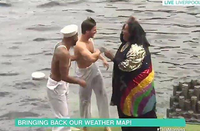 Բրիտանացի հեռուստահաղորդավարուհին ուղիղ եթերում ասիստենտին հրել է գետը