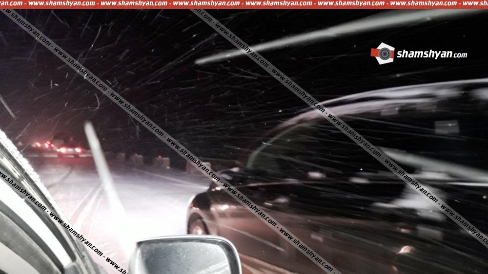 Երևան-Գյումրի ճանապարհին 60-ից ավելի ավտոմեքենա հայտնվել է մերկասառույցի վրա. երթևեկությունը դադարեցվել է