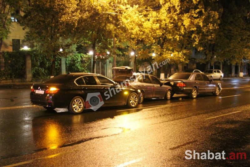 Ավտովթար Երևանում բախվել են BMW , Opel, Mercedes մակնիշի ավտոմեքենաներ BMW-ն սպասարկում է ՀՀ Արտաքին գործերի փոխնախարար Շավարշ Քոչարյանին (լուսանկարներ)