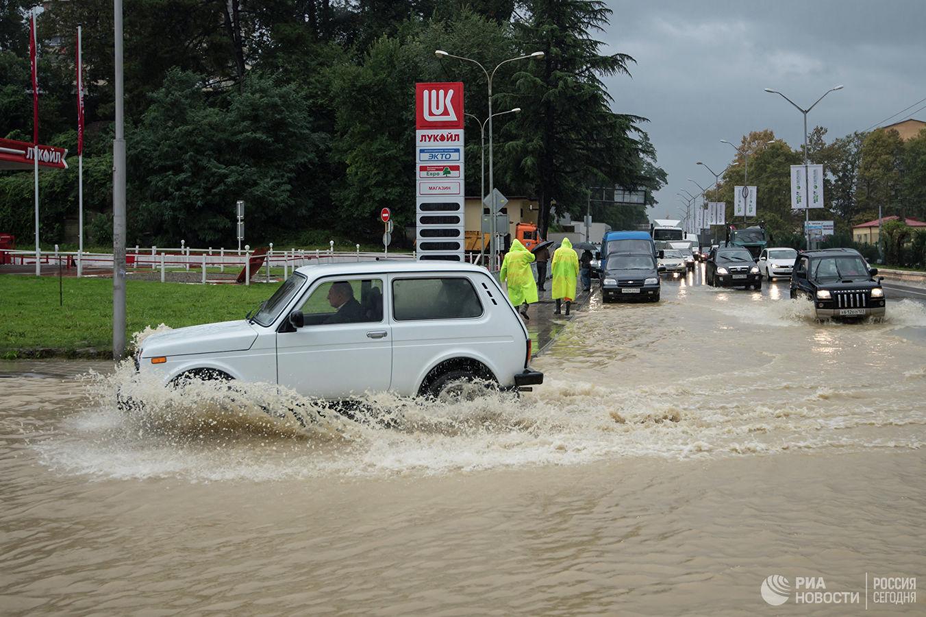 Սոչիում տեղատարափ անձրև է տեղացել (լուսանկարներ)