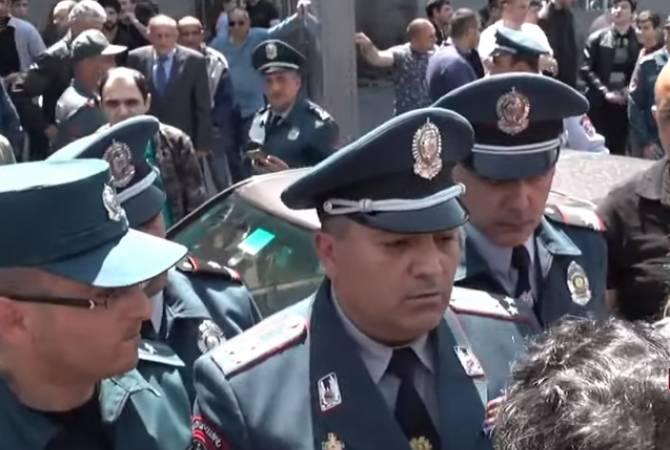 Ակցիայի մասնակից տաքսու վարորդները բացեցին Կորյուն-Աբովյան փողոցների խաչմերուկը