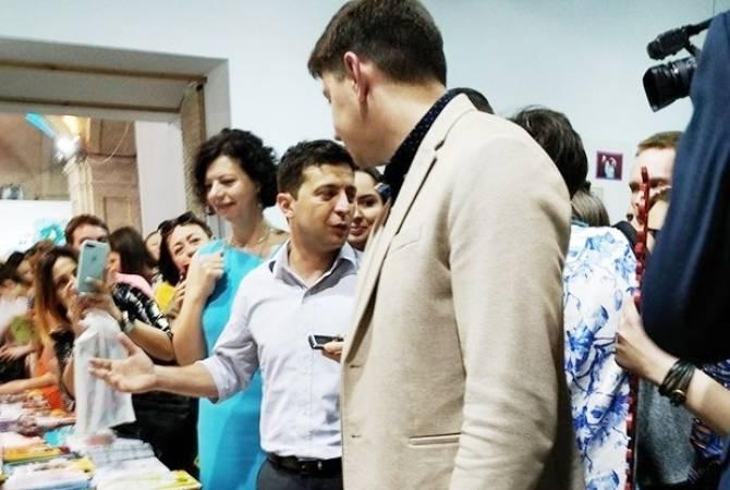 Զելենսկուն նվիրել են «Քաղաքականությունն սկսնակների համար» մանկական գիրքը