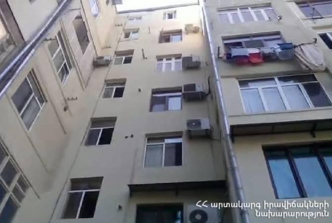 2.5 տարեկան երեխան ընկել է շենքի 6-րդ հարկից