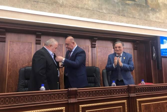 Գյումրիի պատվավոր քաղաքացու կոչումներ շնորհվեցին Արկադի Տեր-Թադևոսյանին և Ռոբերտ Մլքեյանին