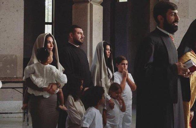 Քիմ Քարդաշյանը հրապարակել է Էջմիածնում իր երեխաների մկրտության լուսանկարները
