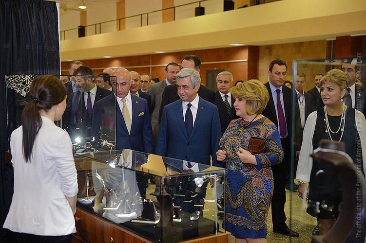 Նախագահը ներկա է գտնվել «Երևան շոու-2015» ոսկերչական միջազգային ցուցահանդեսի բացմանը (լուսանկարներ)