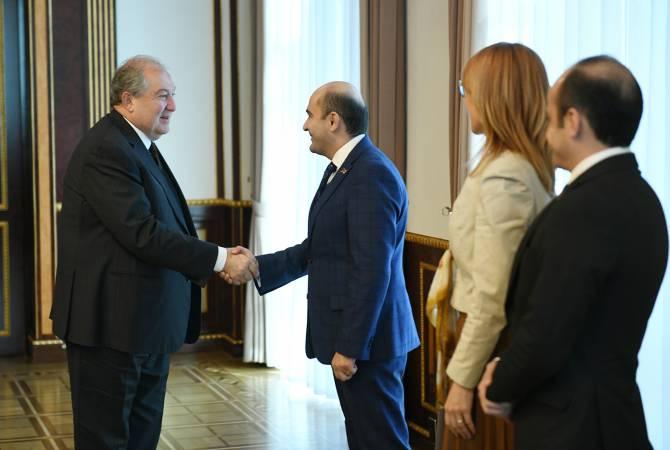 Նախագահ Արմեն Սարգսյանը հանդիպում է ունեցել «Լուսավոր Հայաստան» խմբակցության ներկայացուցիչների հետ