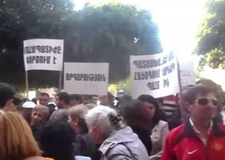 Բողոքում են ցմահ դատապարտյալների հարազատները. նրանք ոտքով շարժվում են դեպի Բաղրամյան փողոց