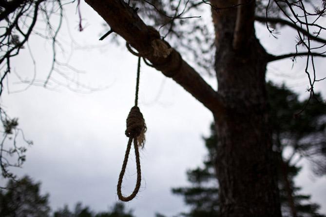 Ողբերգական դեպք Եղեգնաձորում. տղամարդուն գտել են շուկայի մոտ ծառից կախված