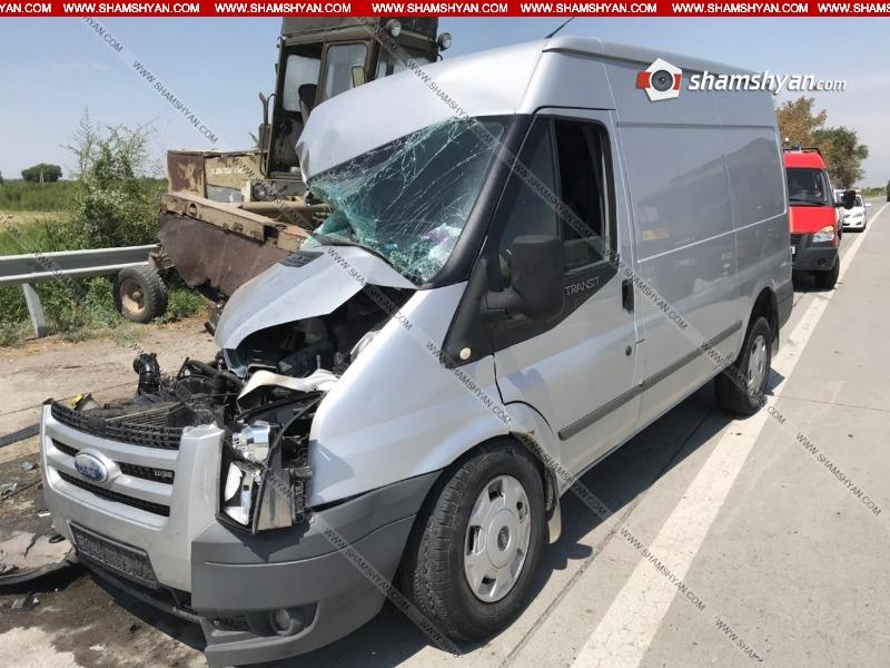 Արարատի մարզում Ford Transit-ը մխրճվել է կոմբայնի մեջ․ կա վիրավոր. Shamshyan.com