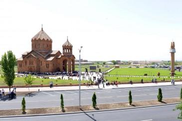 Սուրբ Հովհաննես եկեղեցում պատրաստվում են Հովիկ Աբրահամյանի թոռների կնունքի արարողությանը