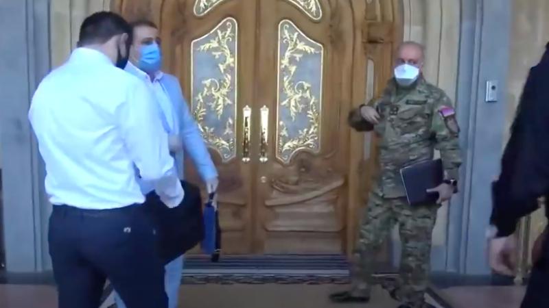 Գագիկ Ծառուկյանի տանը «բախվել են» ԱԱԾ-ն ու Քննչական կոմիտեն. մանրամասներ ԲՀԿ նախագահի տան խուզարկությունից․ «Ժողովուրդ»