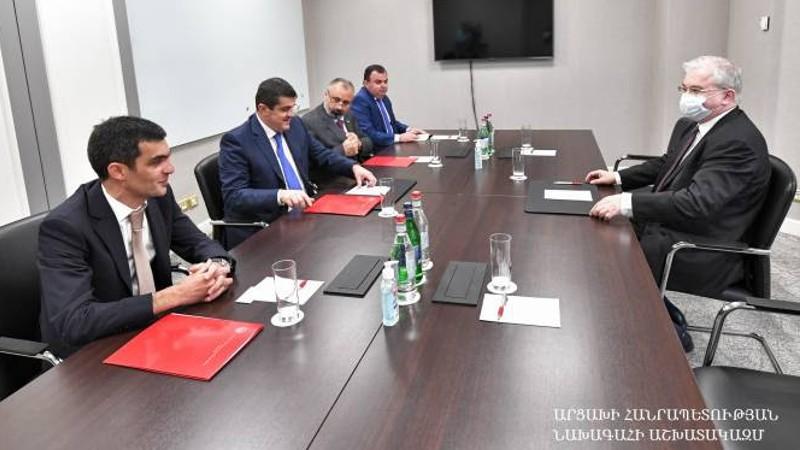 Արցախը շարունակում է հավատարիմ մնալ ԵԱՀԿ Մինսկի խմբի ձևաչափում բանակցային գործընթացը շարունակելու հանձնառությանը. Արայիկ Հարությունյանը՝  Իգոր Խովաևին
