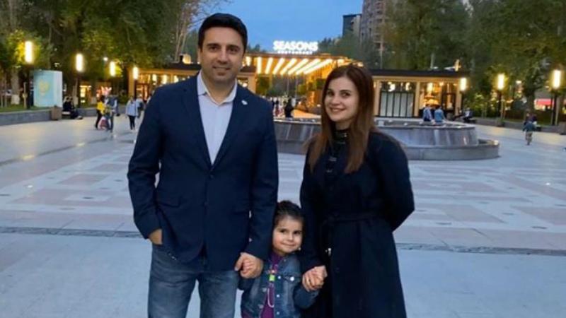 Մեր Վիկտորիան ամեն բան անելիս մասնակից է դարձնում ինձ ու կնոջս. Ալեն Սիմոնյանը գրառում է կատարել ընտանիքի միջազգային օրվա առթիվ